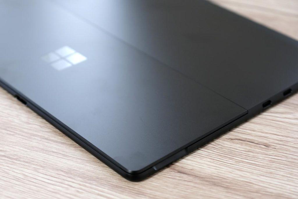 Surface Pro Xの筐体の薄さ