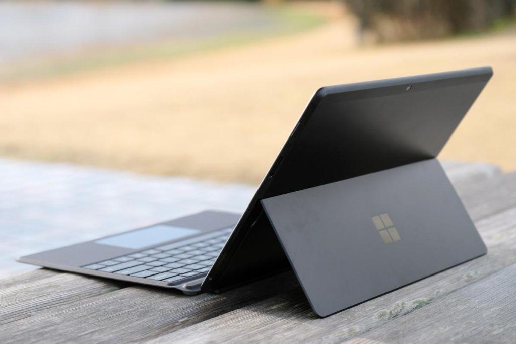 Surface Pro Xを後ろからのスタイル