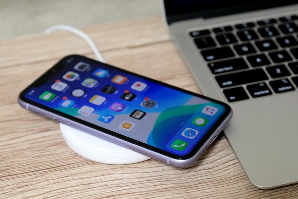 iPhone 11を充電する