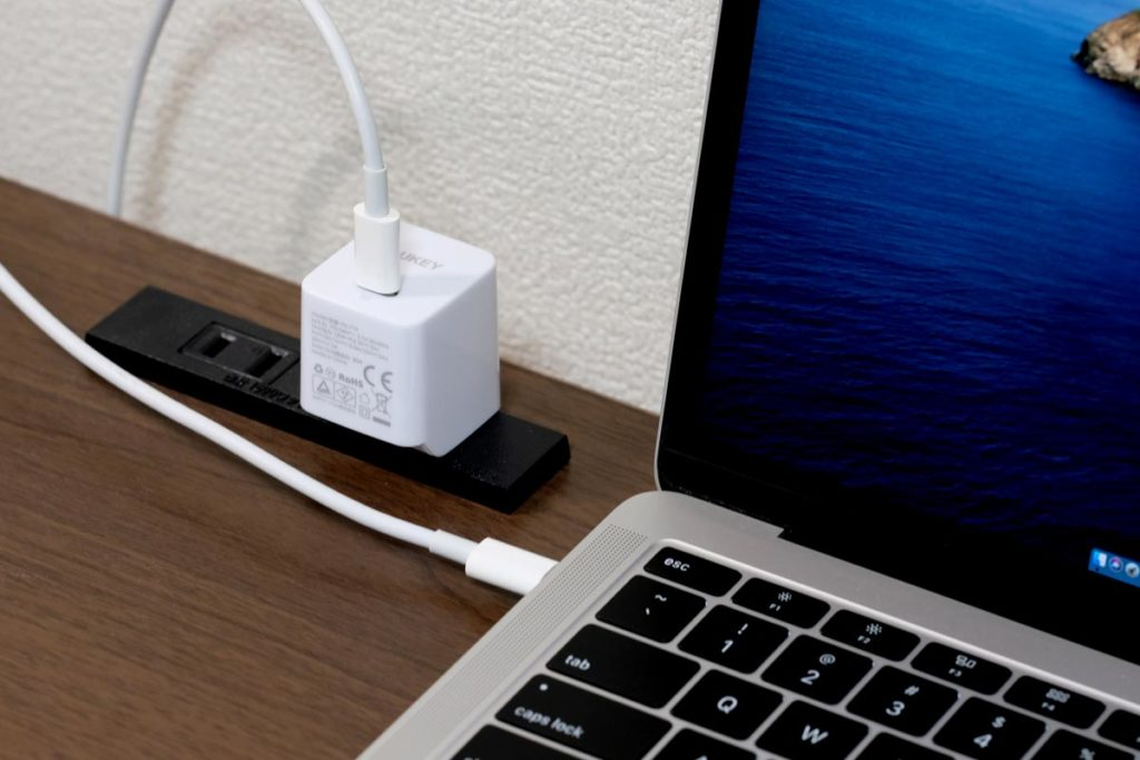 AUKEY PA-Y19でMacBook Airを充電