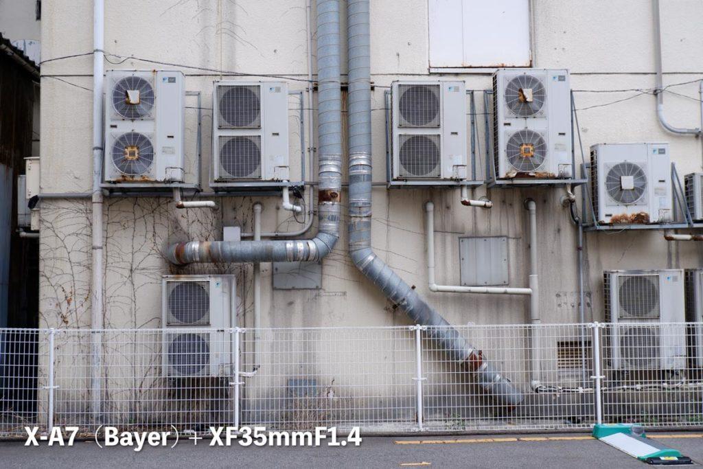 X-A7(ベイヤー)壁と室外機