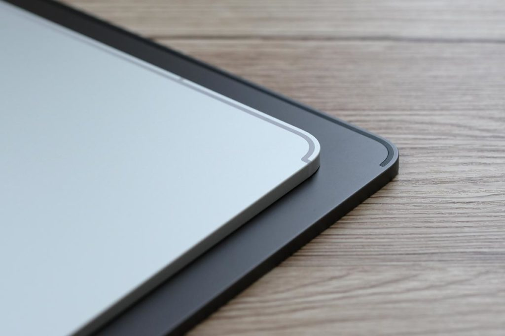 iPad Pro 11インチ シルバーとスペースグレイ