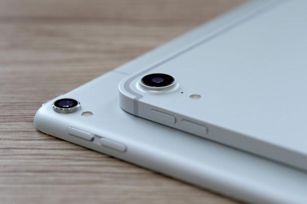 iPad Pro 11インチと10.5インチの本体右サイド