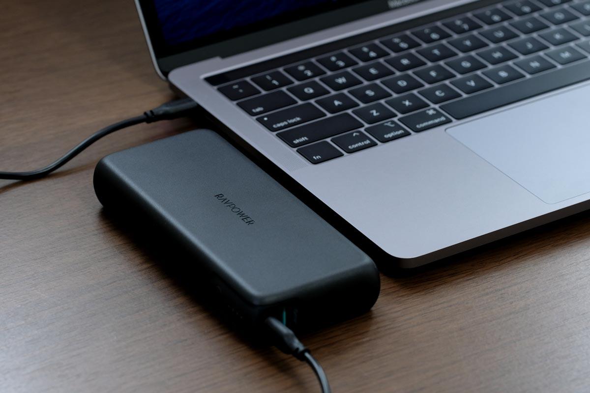 RAVPower RP-PB201でMacBook Pro 13を充電