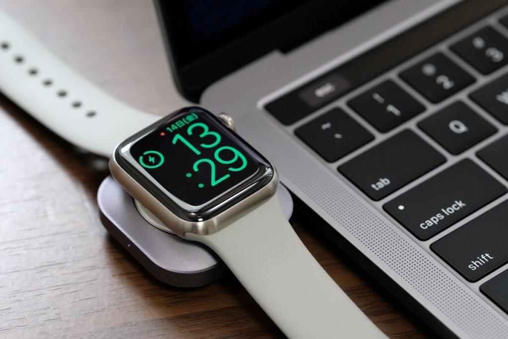 MacBook ProでApple Watchを充電できる