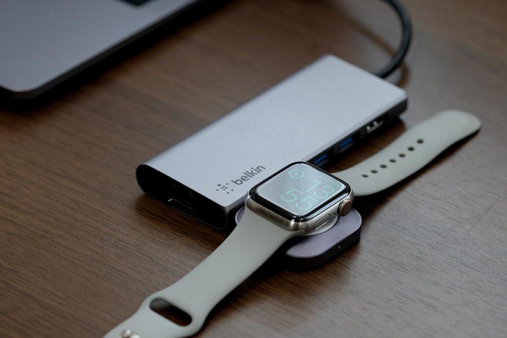マルチハブ経由でApple Watchを充電する