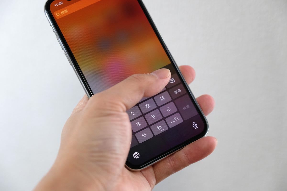 iPhone XSは片手操作ができるサイズ
