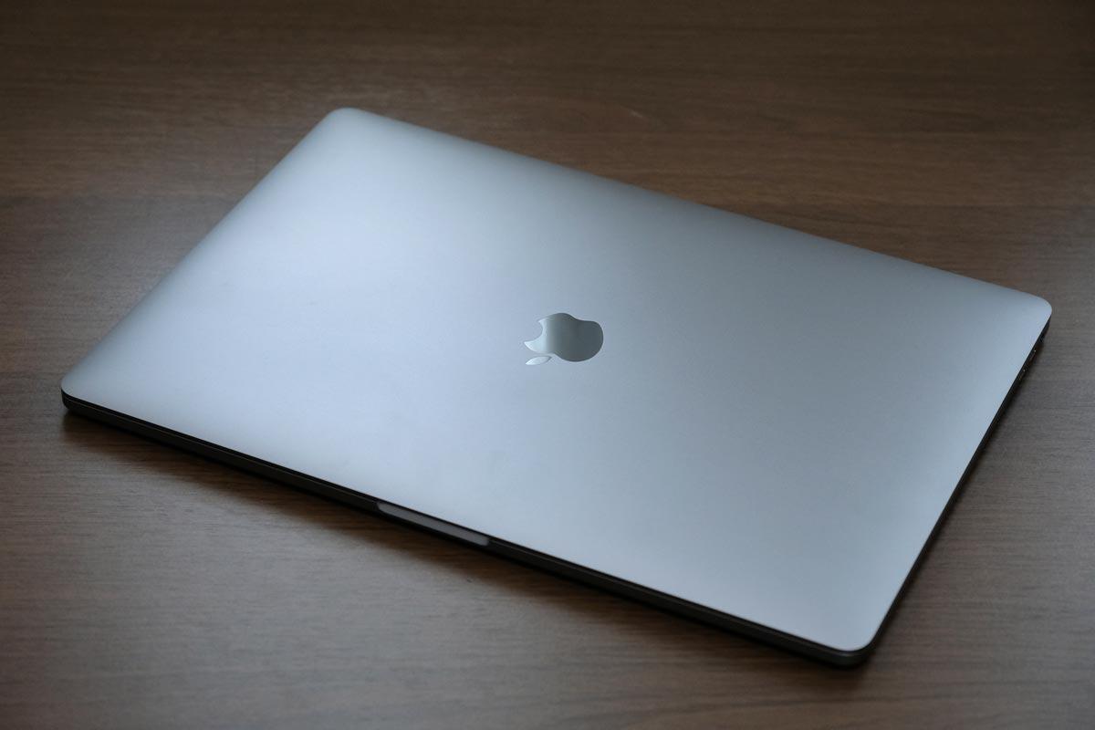 MacBook Pro 15インチの天板