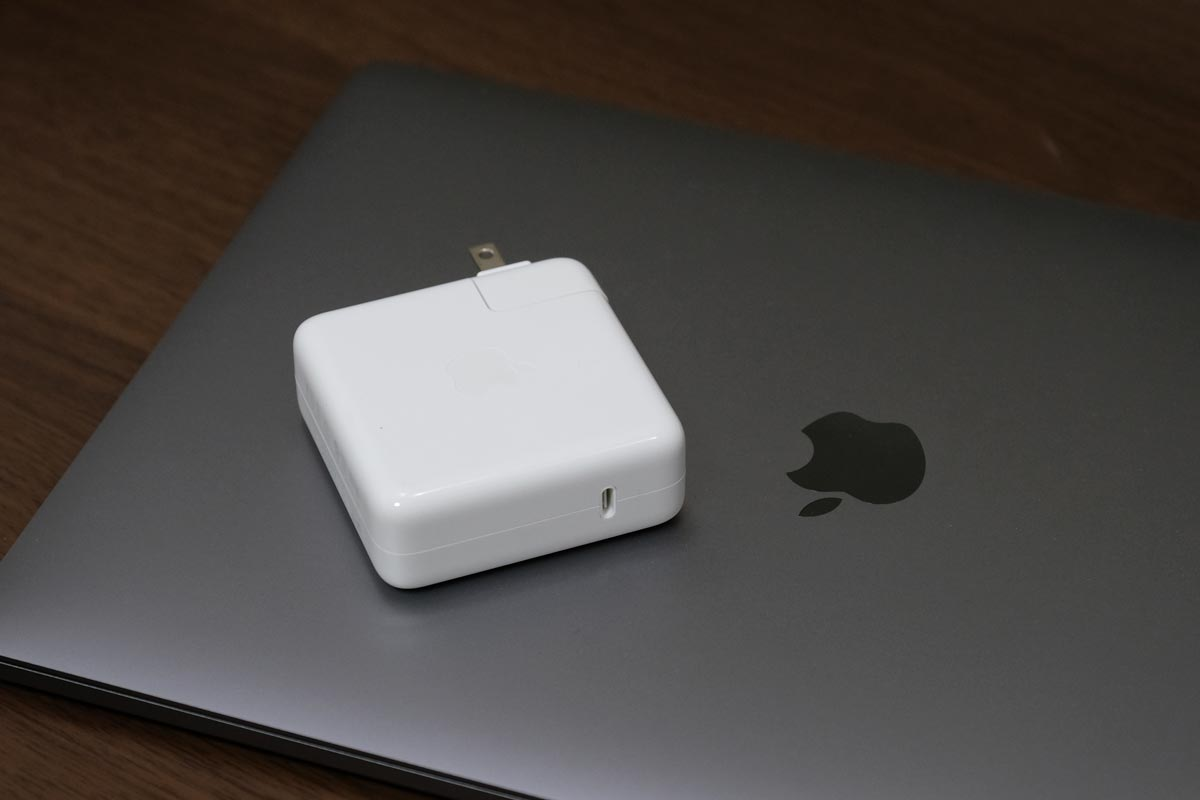 MacBook Pro 充電アダプタ