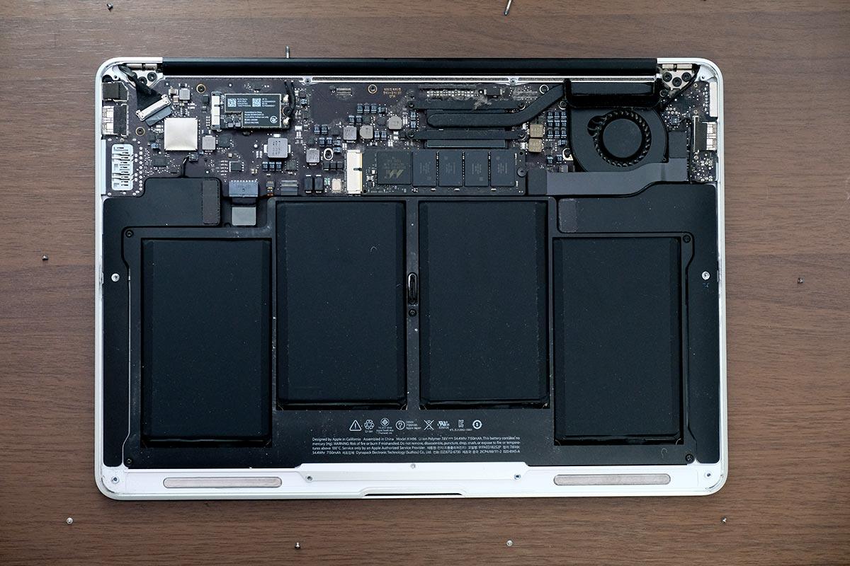 MacBook Airの裏蓋の開く