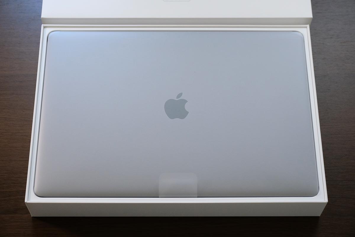 MacBook Proを開封する