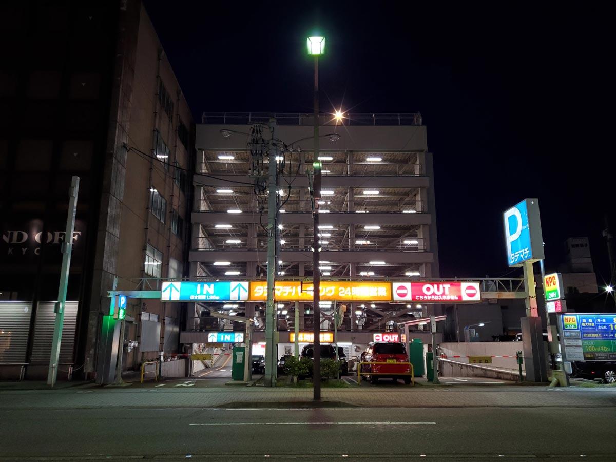 Galaxy S10 広角カメラ 夜の立体駐車場