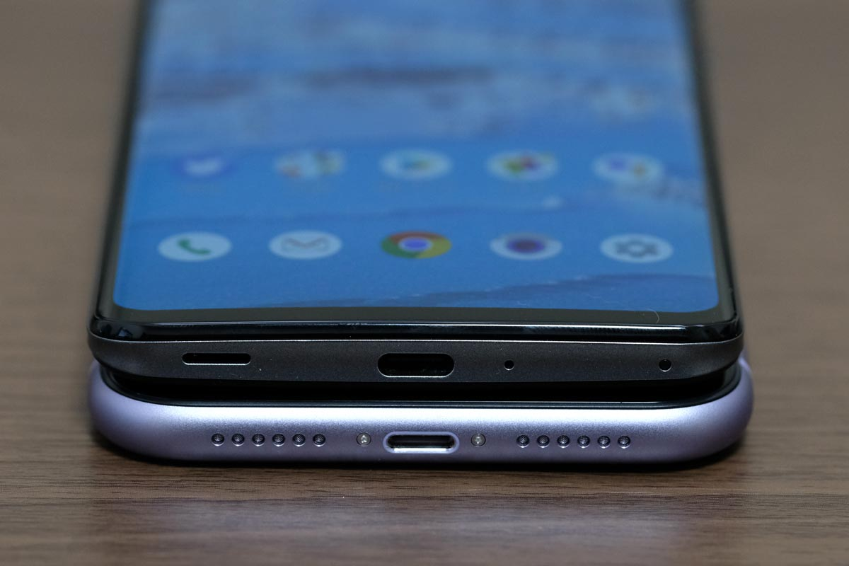 iPhone 11よりもAQUOS zero2の方が幅は狭い