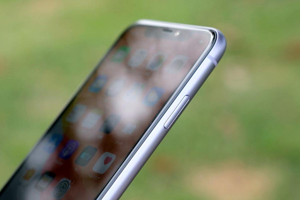 iPhone 11のサイドボタン