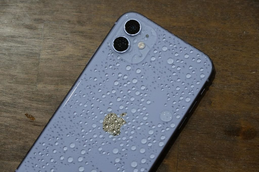 iPhone 11は多少濡れても大丈夫