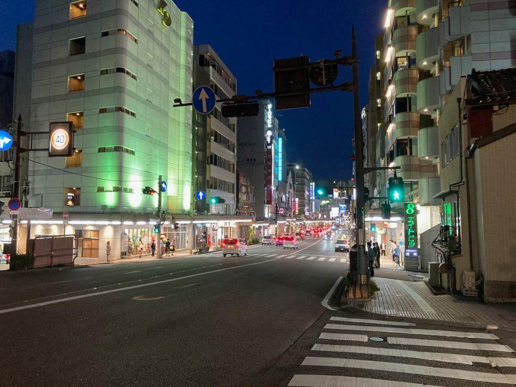 iPhone SEで夜の街を撮影