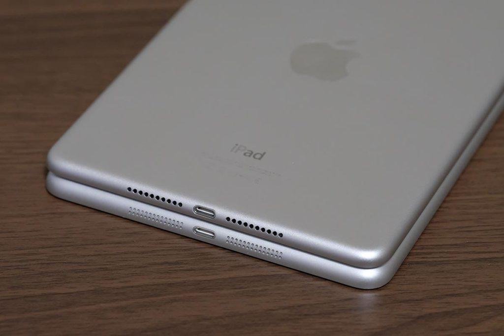iPad mini 4のスピーカーの穴は大きく少ない