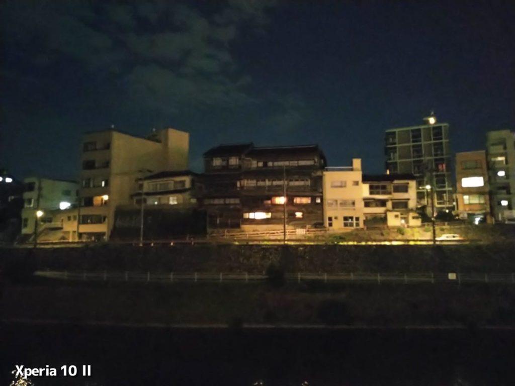 Xperia 10 2の夜景モード