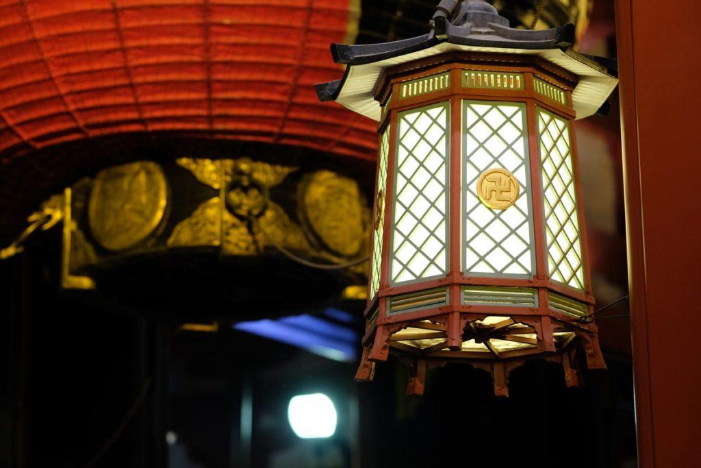 XF90mmF2で浅草寺の灯りを撮影
