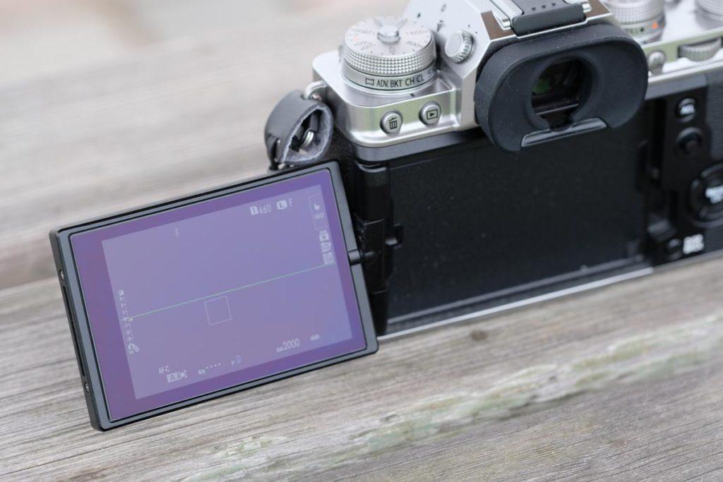 動画撮影がしやすいバリアングル液晶ディスプレイ
