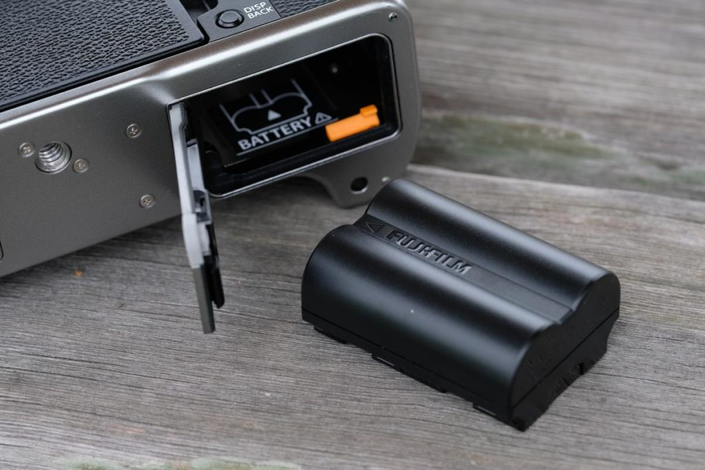 X-T4の大容量バッテリー・NP-W235