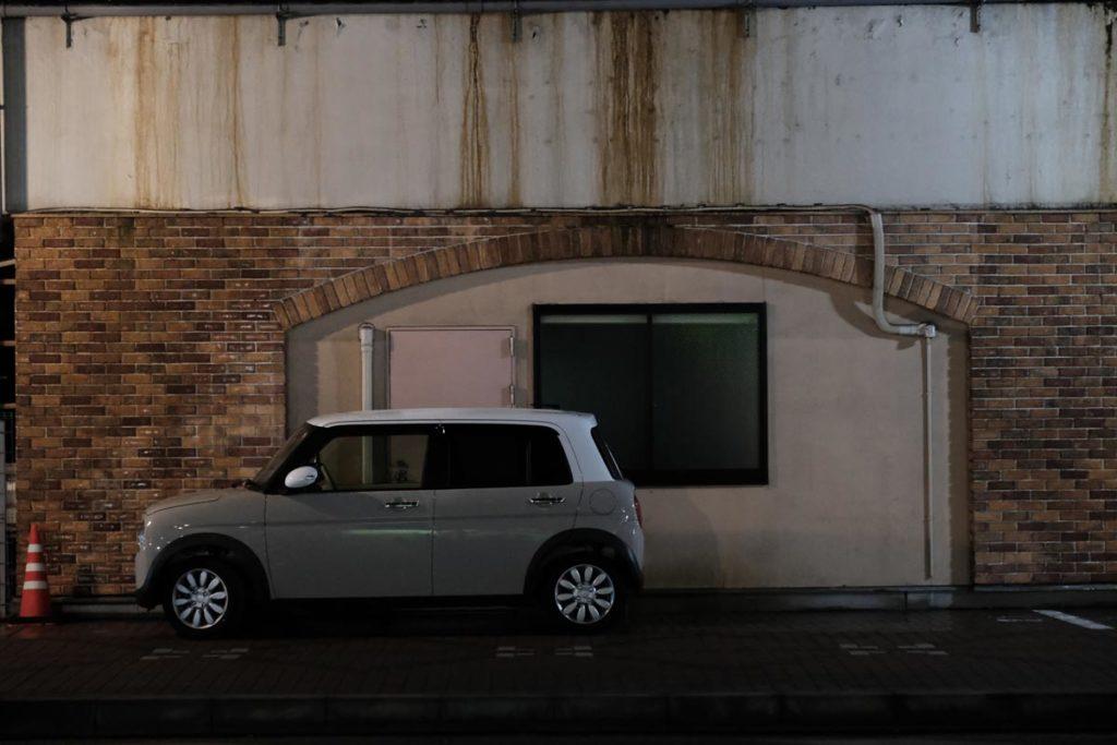 X-T3 + XF16-55mmF2.8で駐車している車を撮影