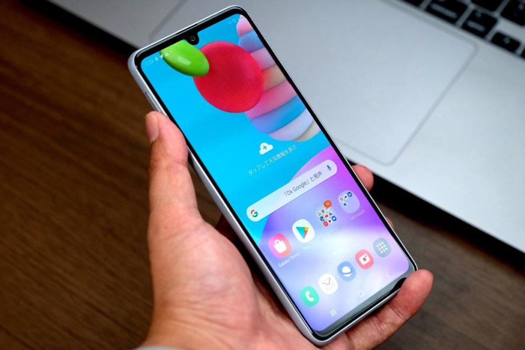 Galaxy A41は片手で使えるサイズ感