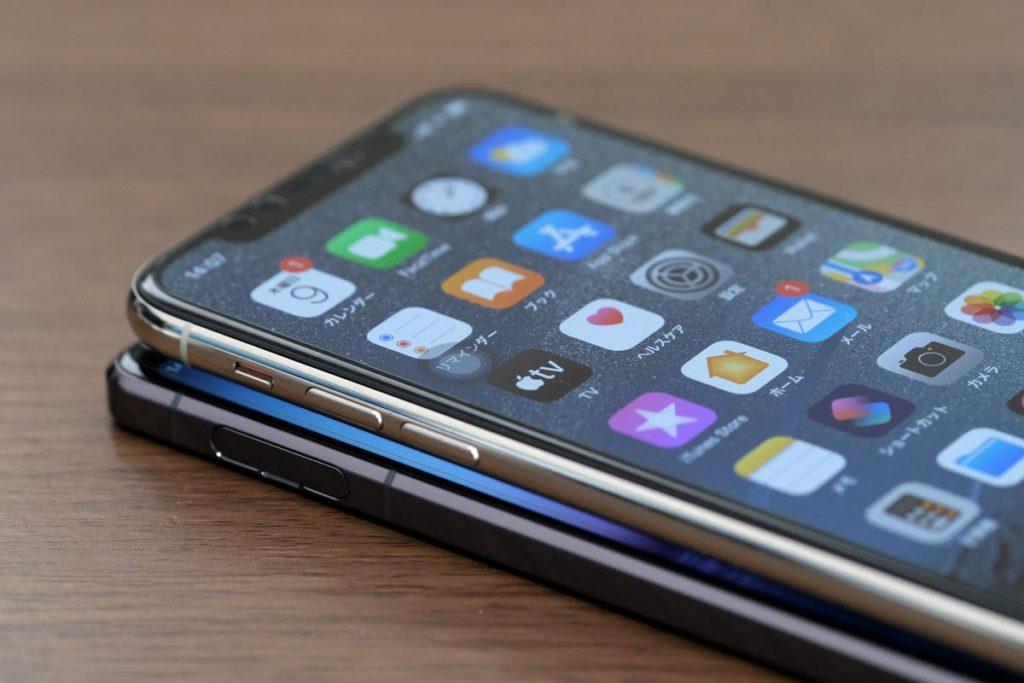 Xperia 1 ⅡとiPhone 11 Proのサイドフレーム