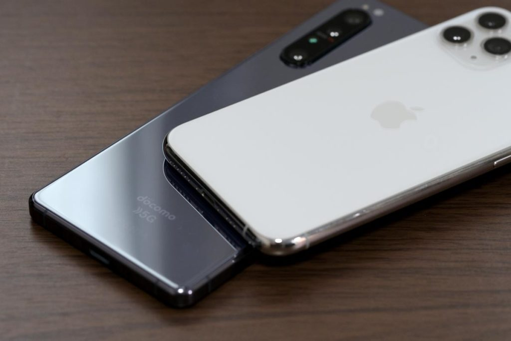 Xperia 1 ⅡとiPhone 11 Proの背面パネル