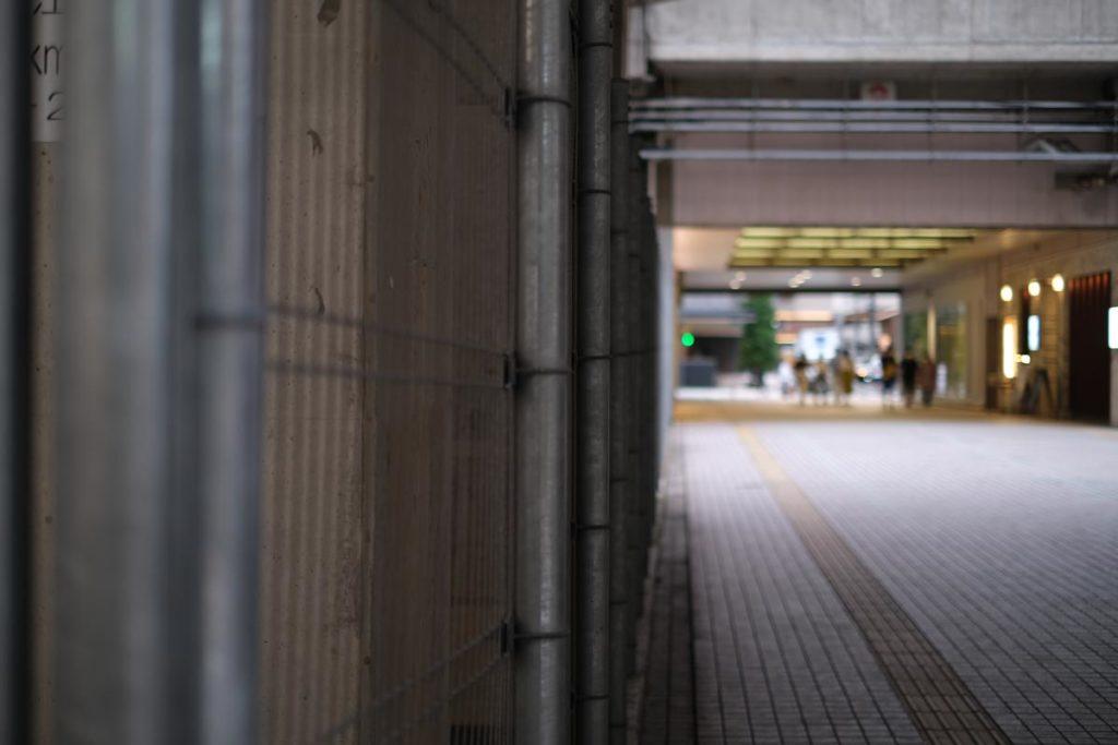 X-T4 + XF35mmF1.4Rで柵を撮影