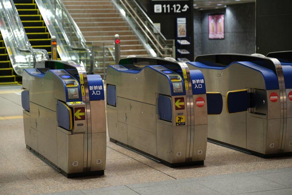 X-T3 + XF16-55mmF2.8で金沢駅の新幹線改札を撮影