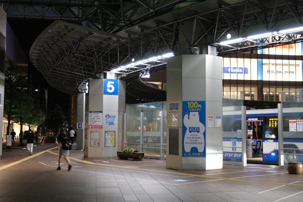 X-T3 + XF16-55mmF2.8で金沢駅のバスターミナルを撮影