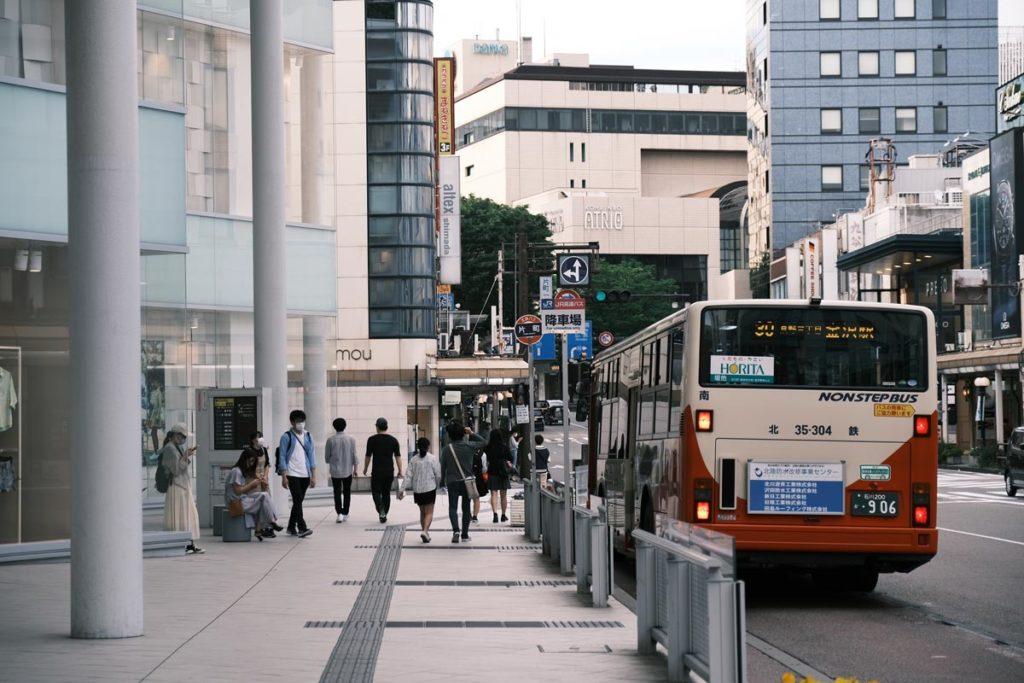 X-T4でバス停を撮影