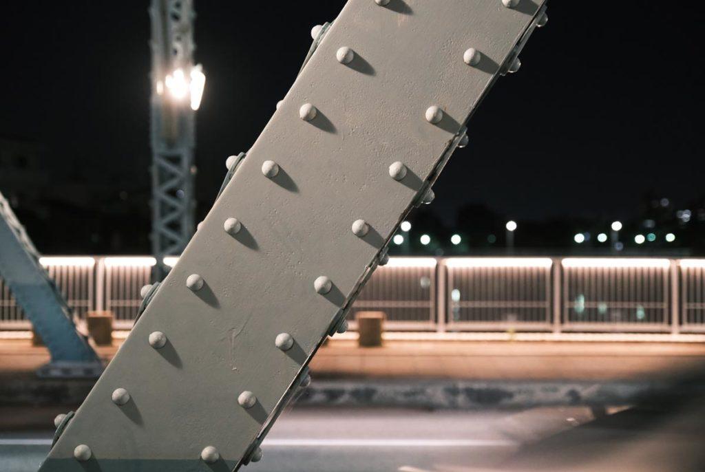 X-T4で夜の鉄骨を撮影