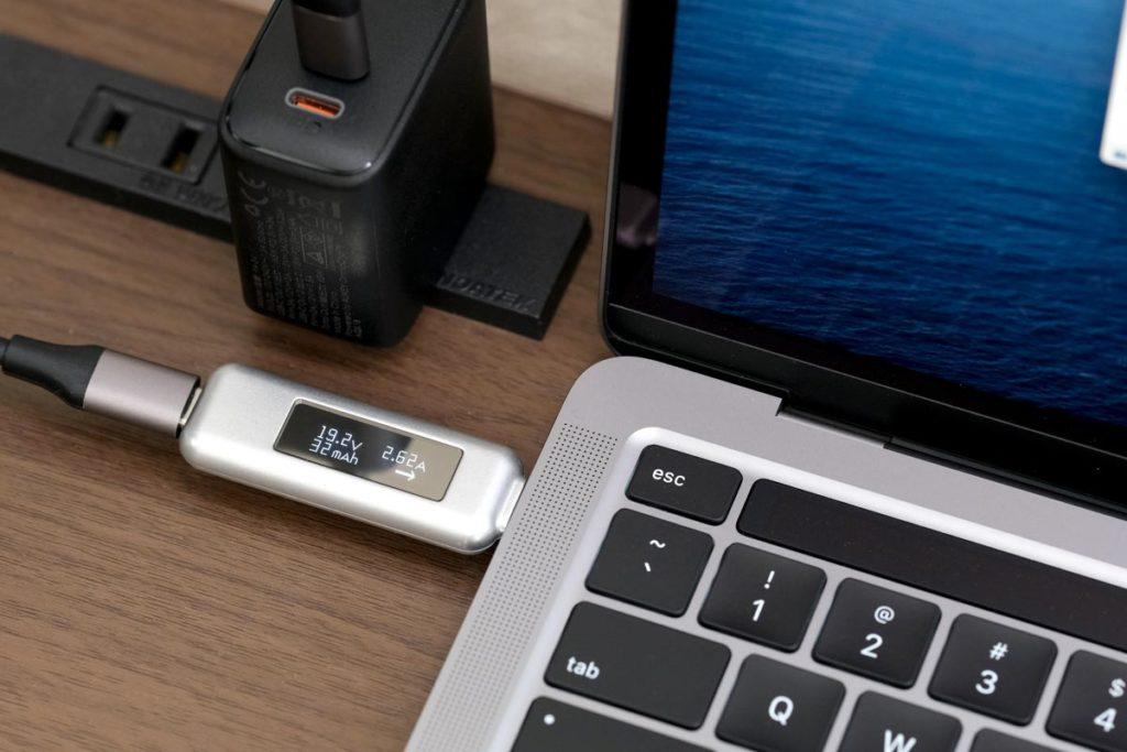 MacBook Pro 13インチを50W前後で充電できている