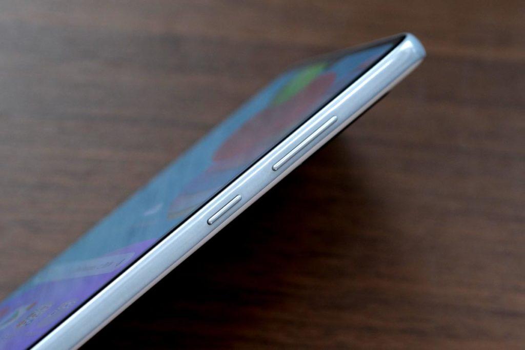 Galaxy A41のサイドボタンと音量ボタン