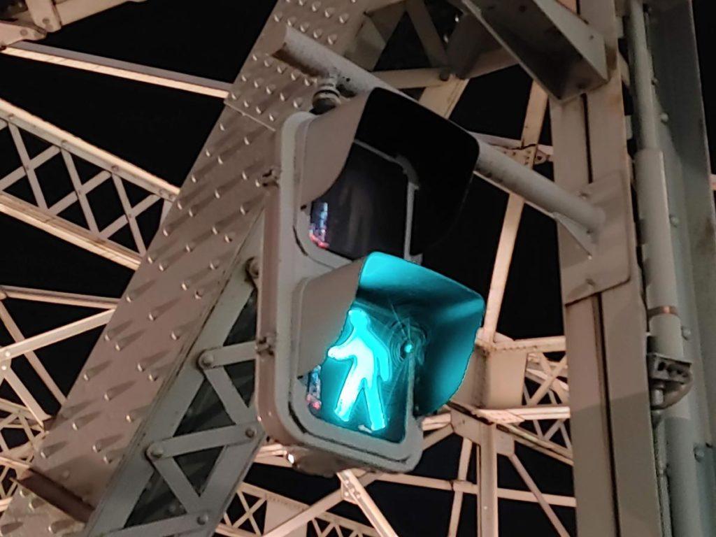 LG Style3のデジタルズームで信号機を撮影