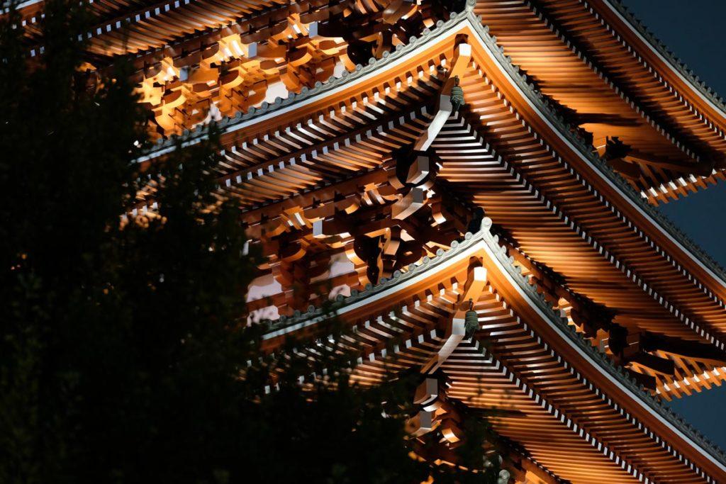 XF90mmF2で浅草寺の建造物を撮影