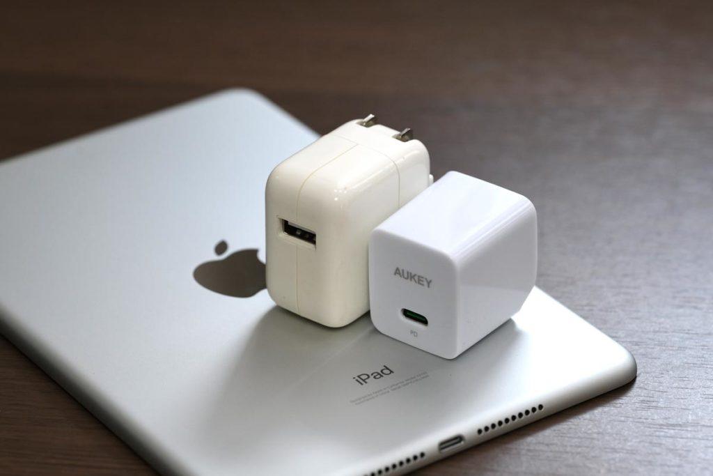 USB-C PD対応の充電アダプタで高速充電ができる