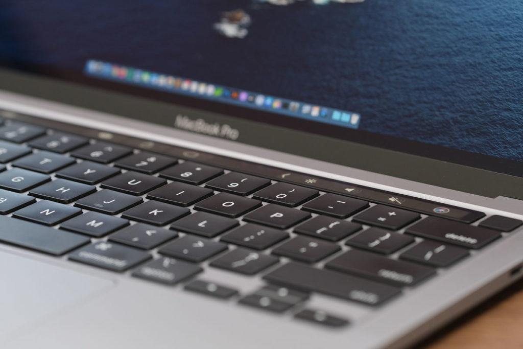 XF90mmF2でキーボードを撮影