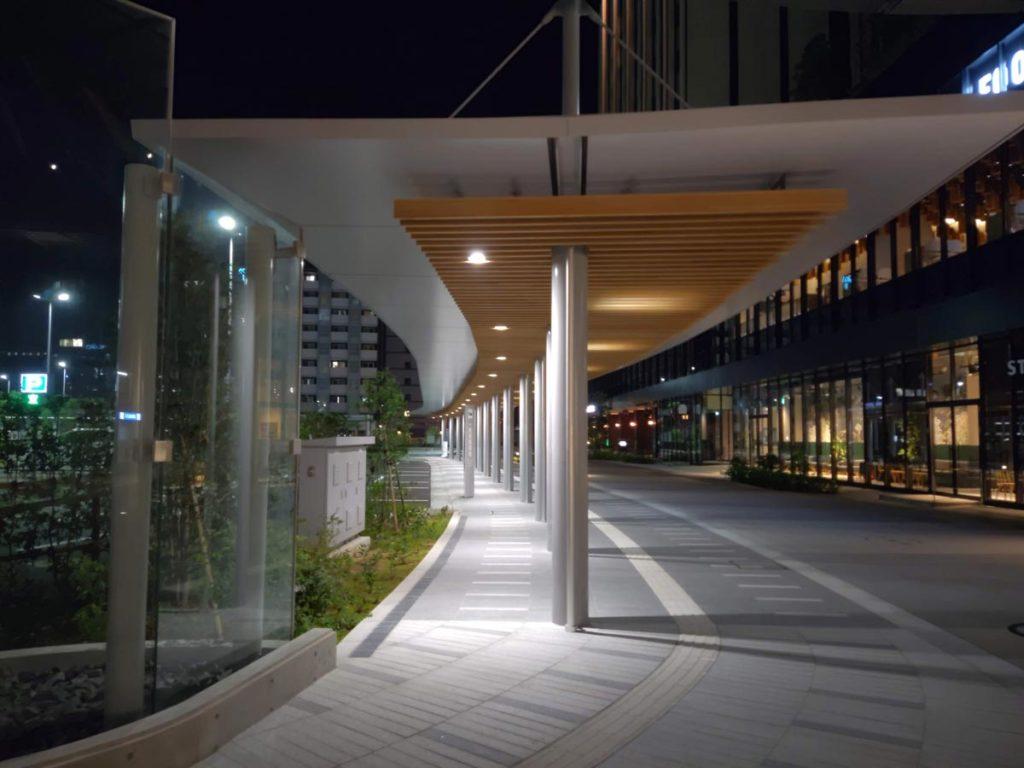 arrows 5G 標準カメラで撮影した金沢駅クロスゲート前
