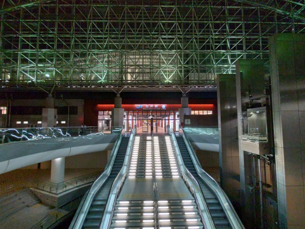 arrows 5Gの超広角カメラで金沢駅を撮影