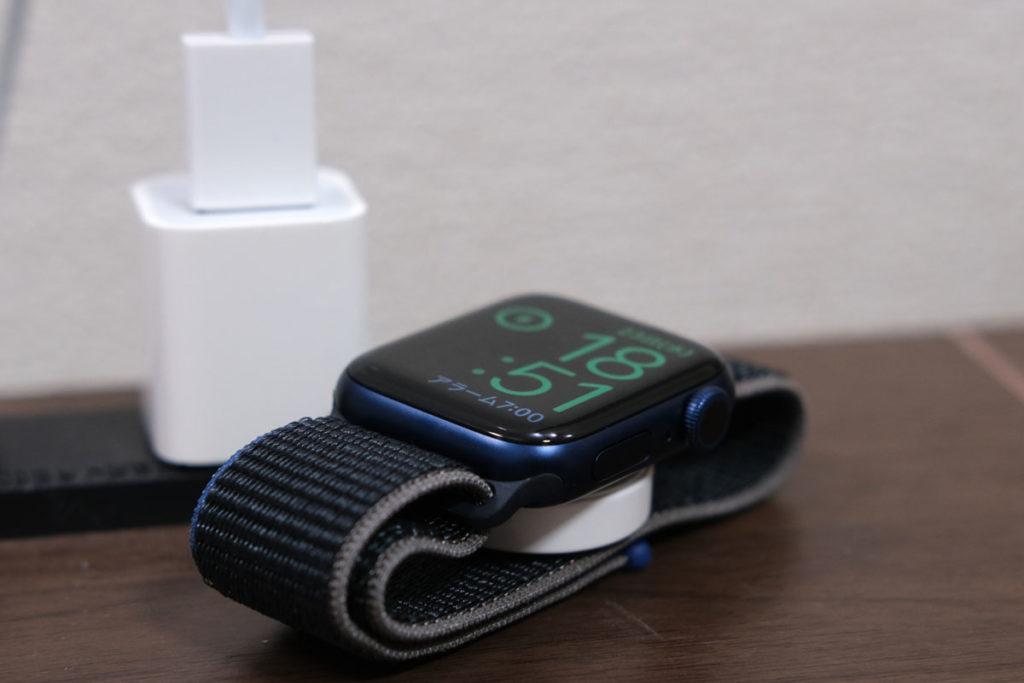 Apple Watch 6を充電する
