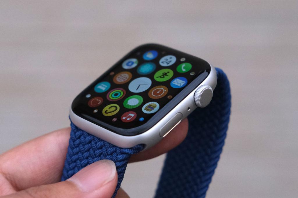 Apple Watch SE + ブレイデッドソロループ