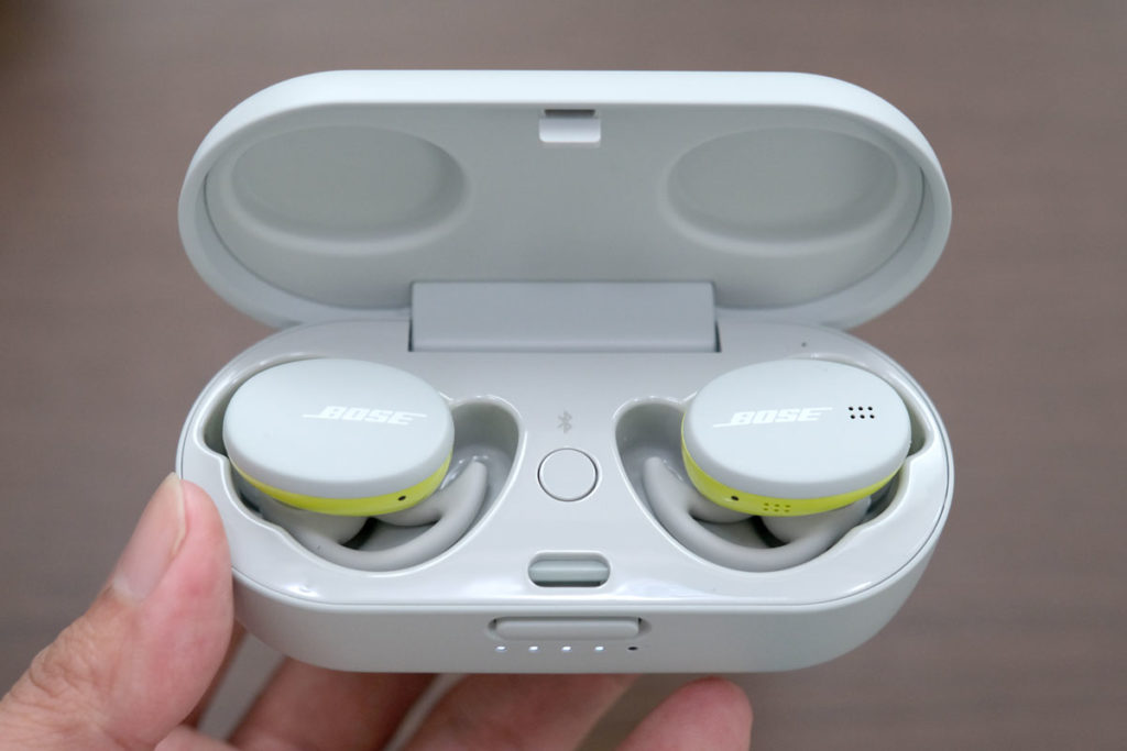 BOSE Sport Earbuds 充電ケース開けた状態