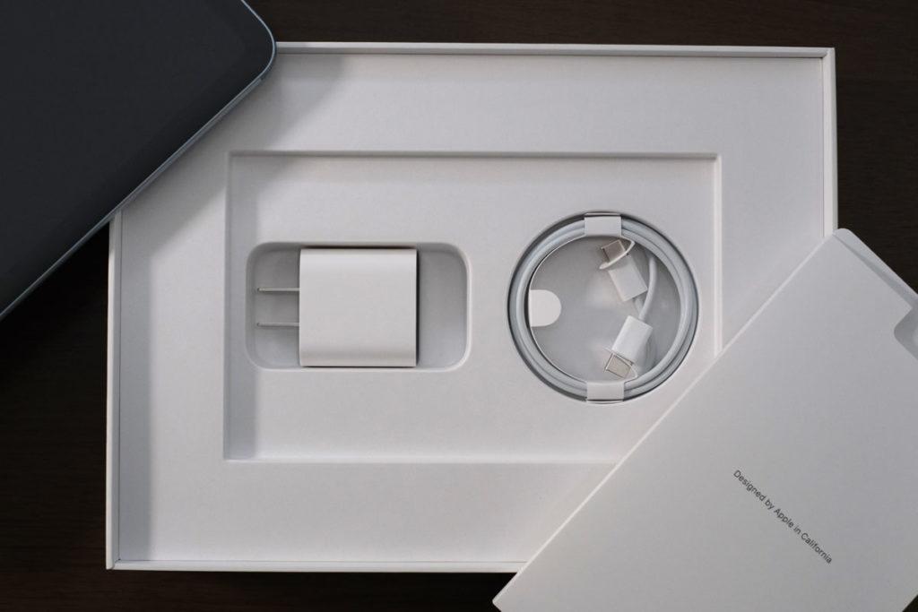 iPad Air 4の付属品一式