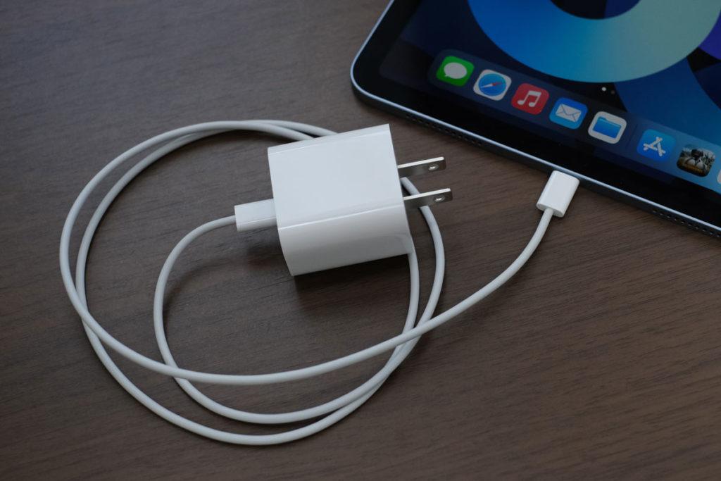 iPad Air 4の充電アダプタ