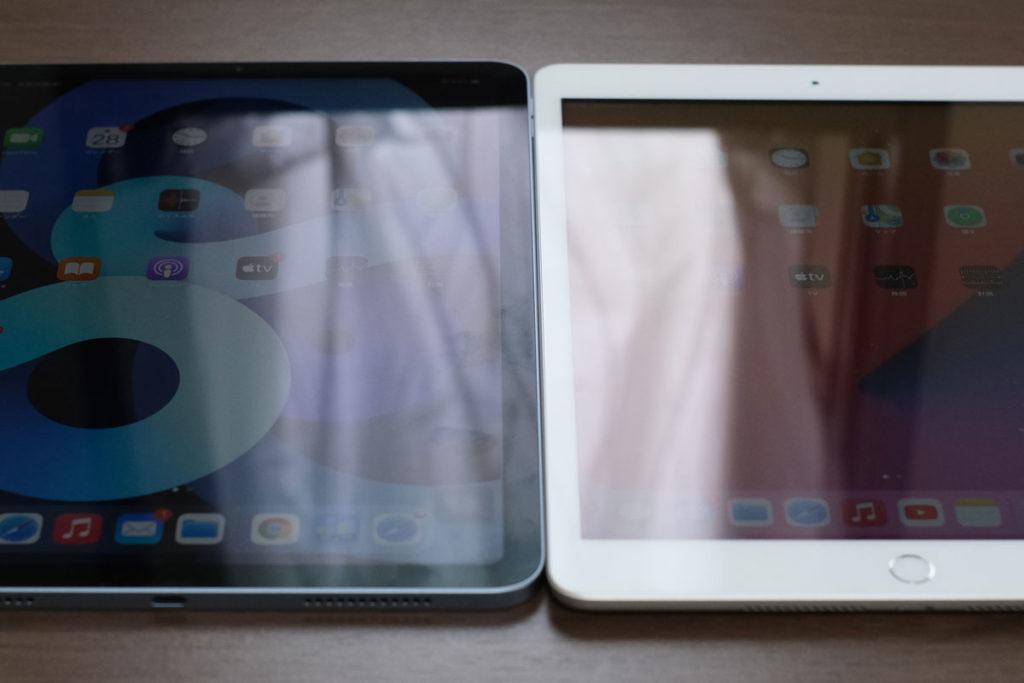 iPad Air 4とiPad 8の光の反射の違い