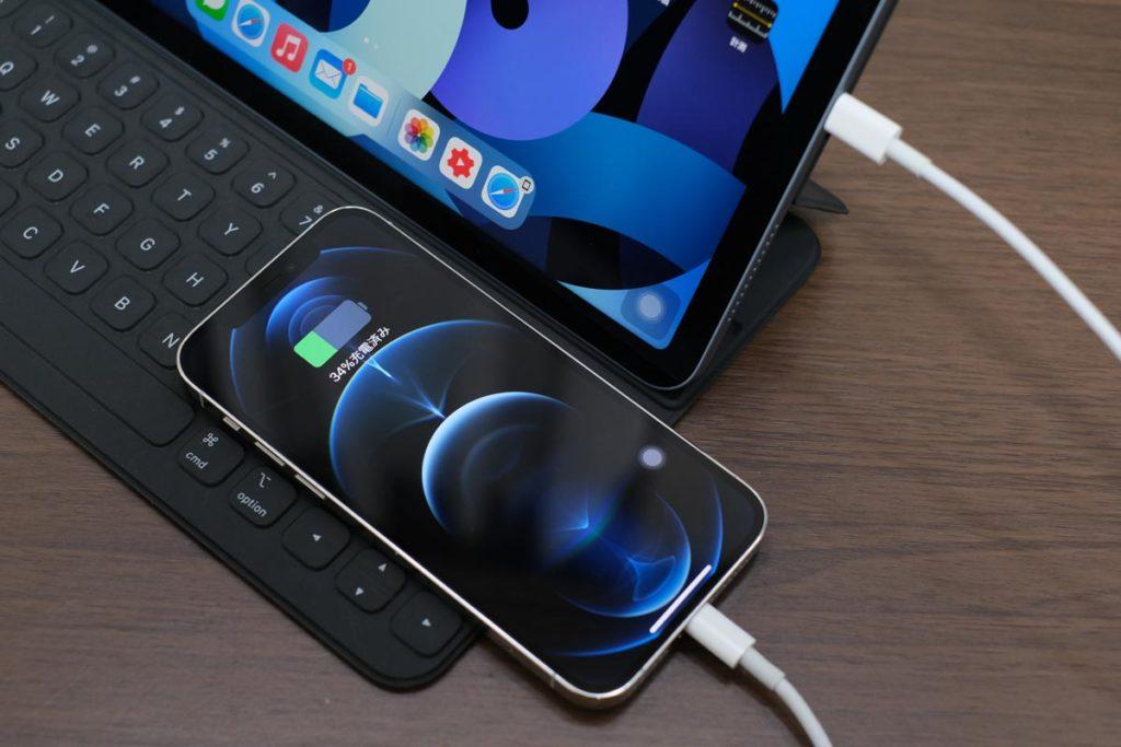 iPadからiPhoneを充電する