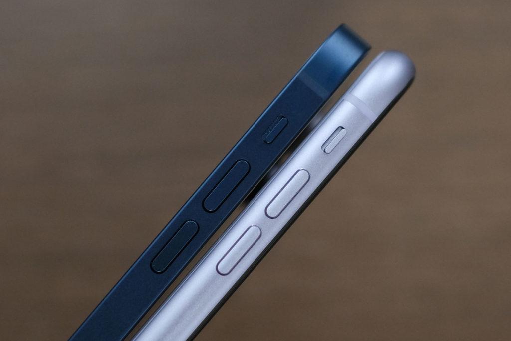 iPhone 12・11 本体の厚み